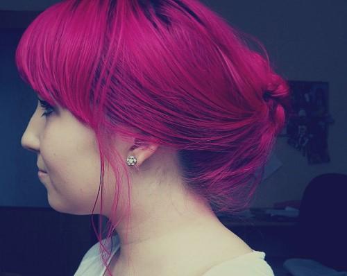 růžové vlasy - drdol