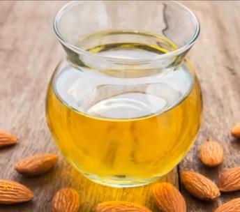Mandlový olej a jeho TOP 10 přínosů pro krásu vlasů a pokožky