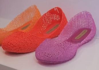 Plastová obuv? Trend současnosti!
