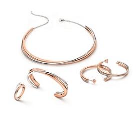 5 důvodů, proč výběr šperku nepatří do kompetencí muže aneb Jak ho navést na ten pravý
