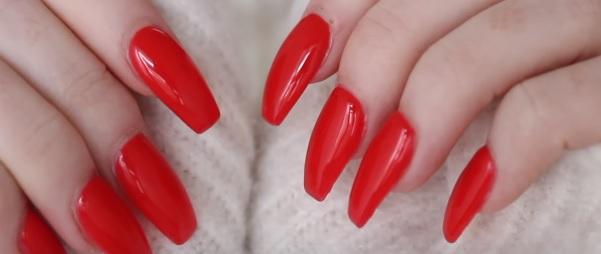 Červené nehty jsou nesmrtelné. Budou trendy vždy.