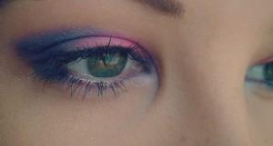 fialové oční stíny