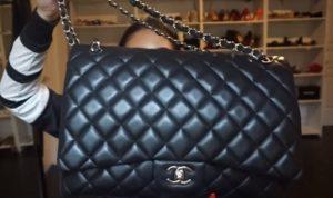 Tato kabelka patří například mezi ty větší.