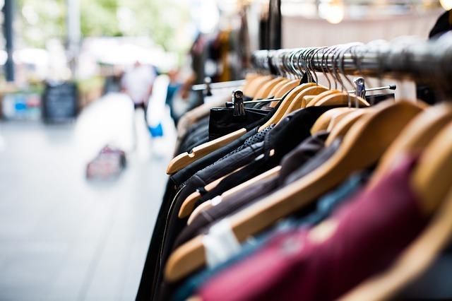 Proč nakupovat v second handech?