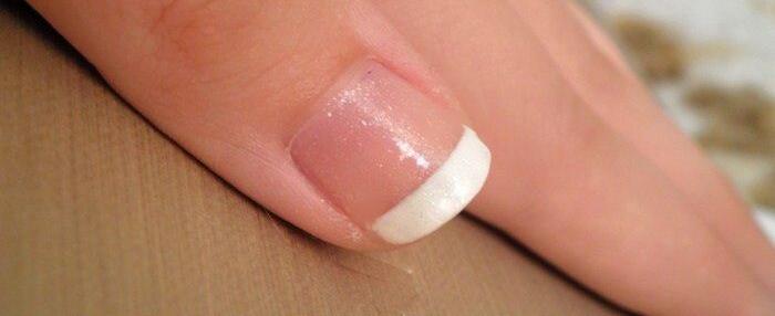 francouzská manikůra na nehty