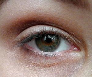líčení pod brýle - krok 2